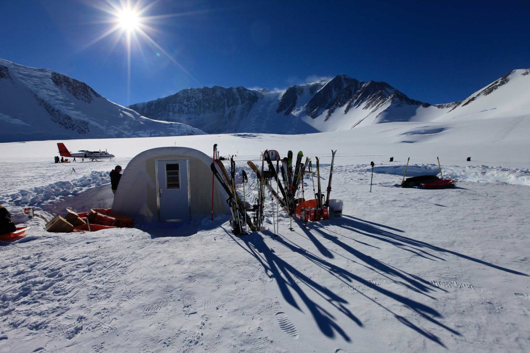 antarctic-expedition-camp