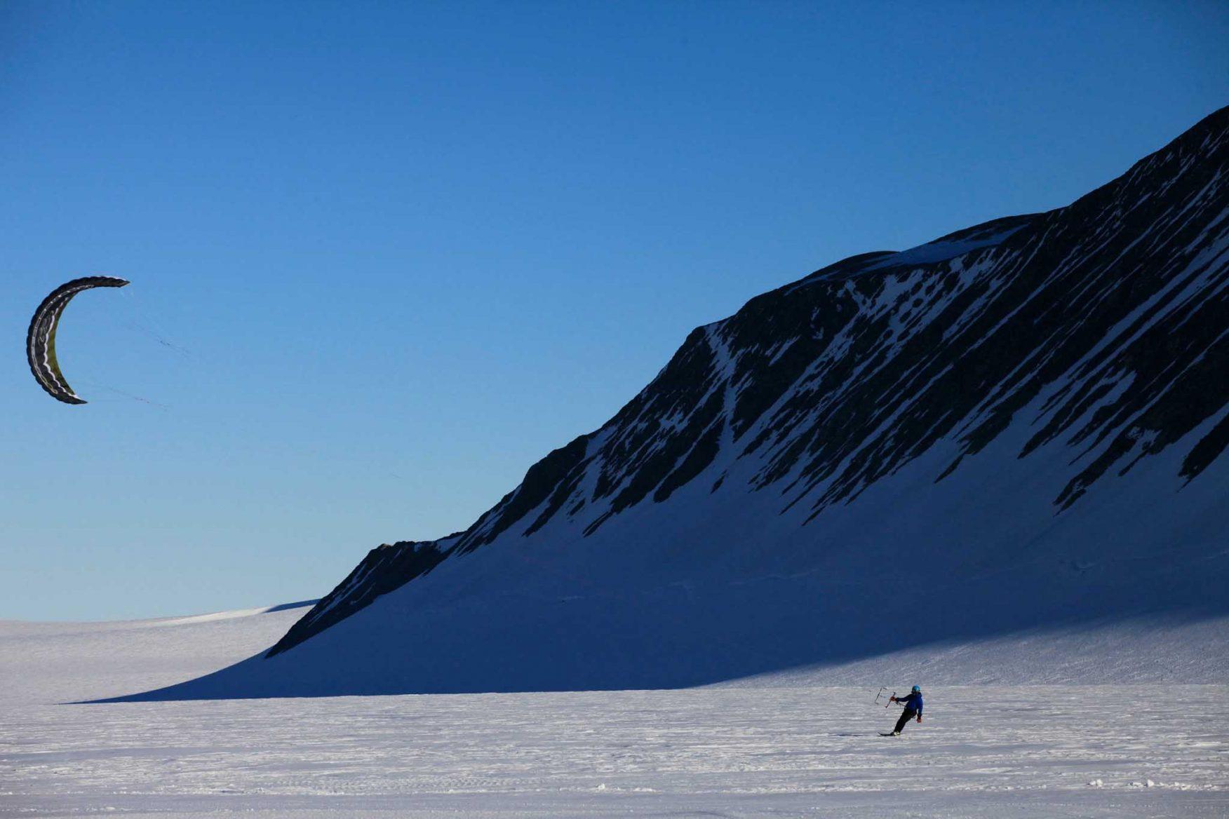 antarctic-expedition-kite-skiing