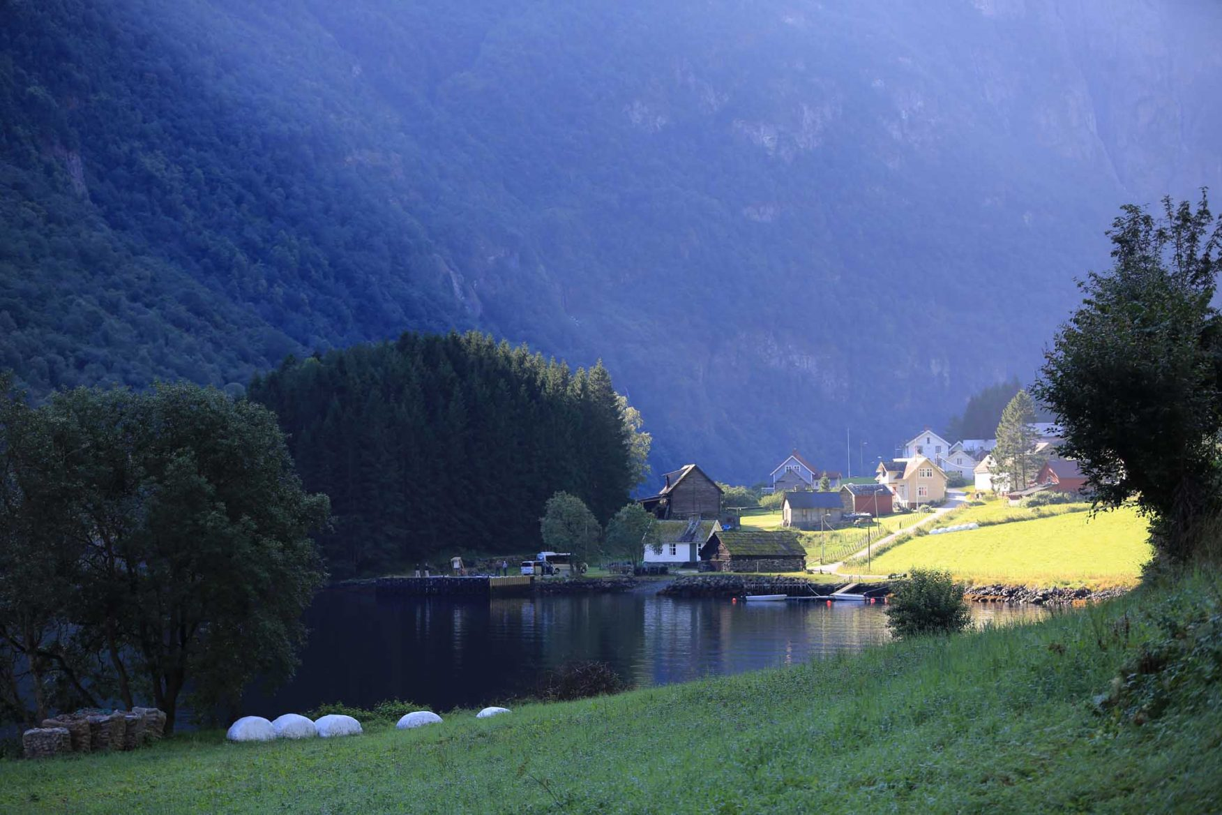 scandinavian-family-adventure-mountain-fjord-lodge