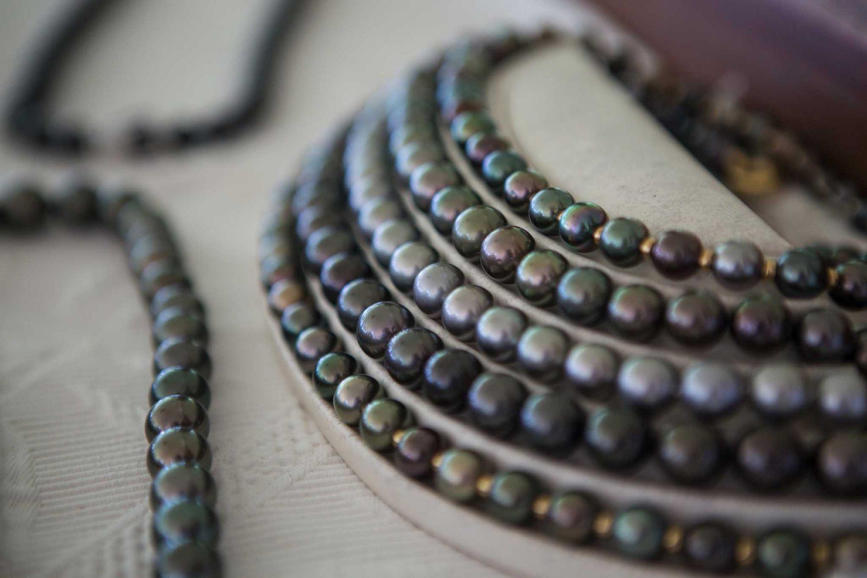 the-brando-boats-australasia-honeymoon-tahiti-necklace-beads