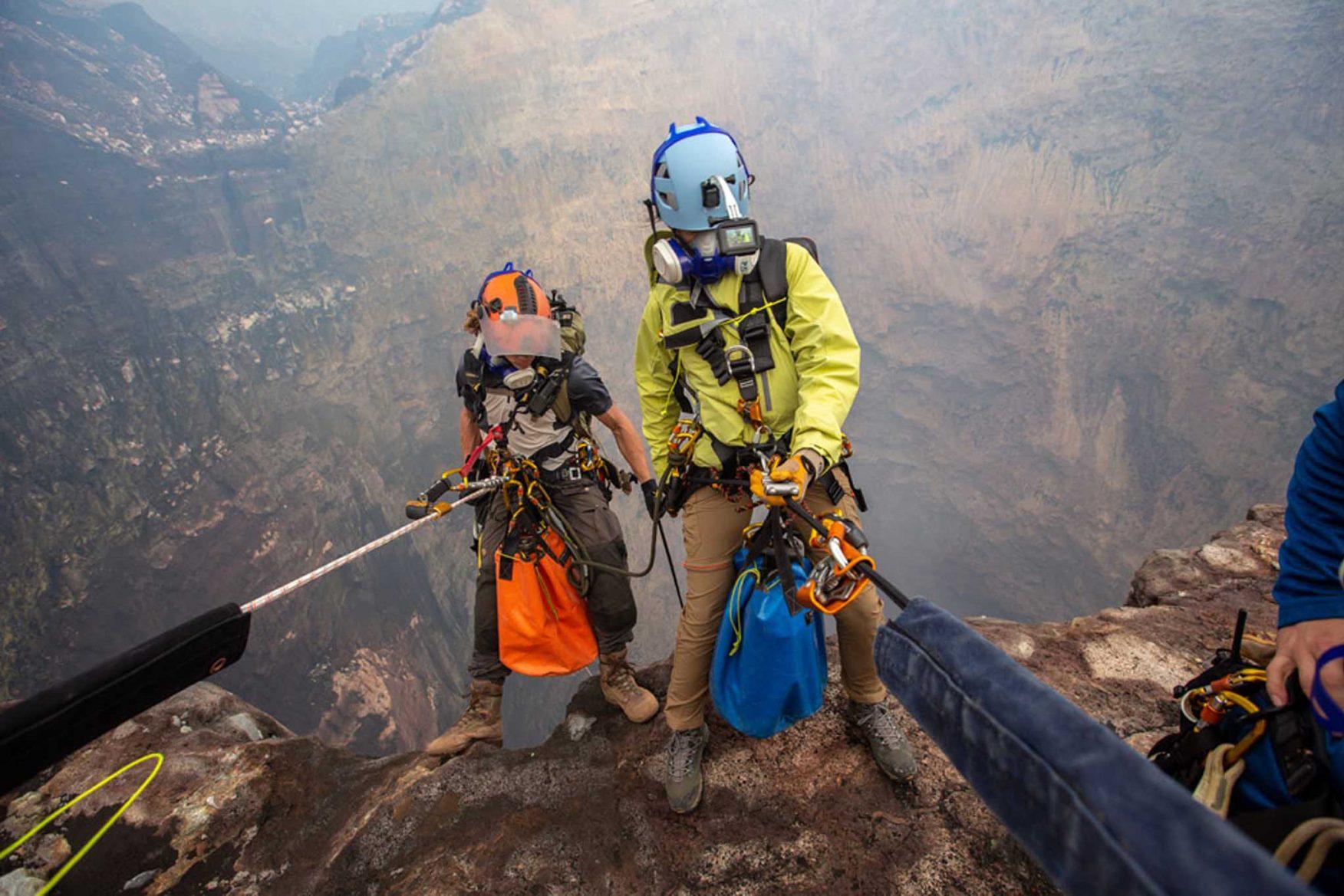vanuatu-volcano-expedition-abseiling-3-2