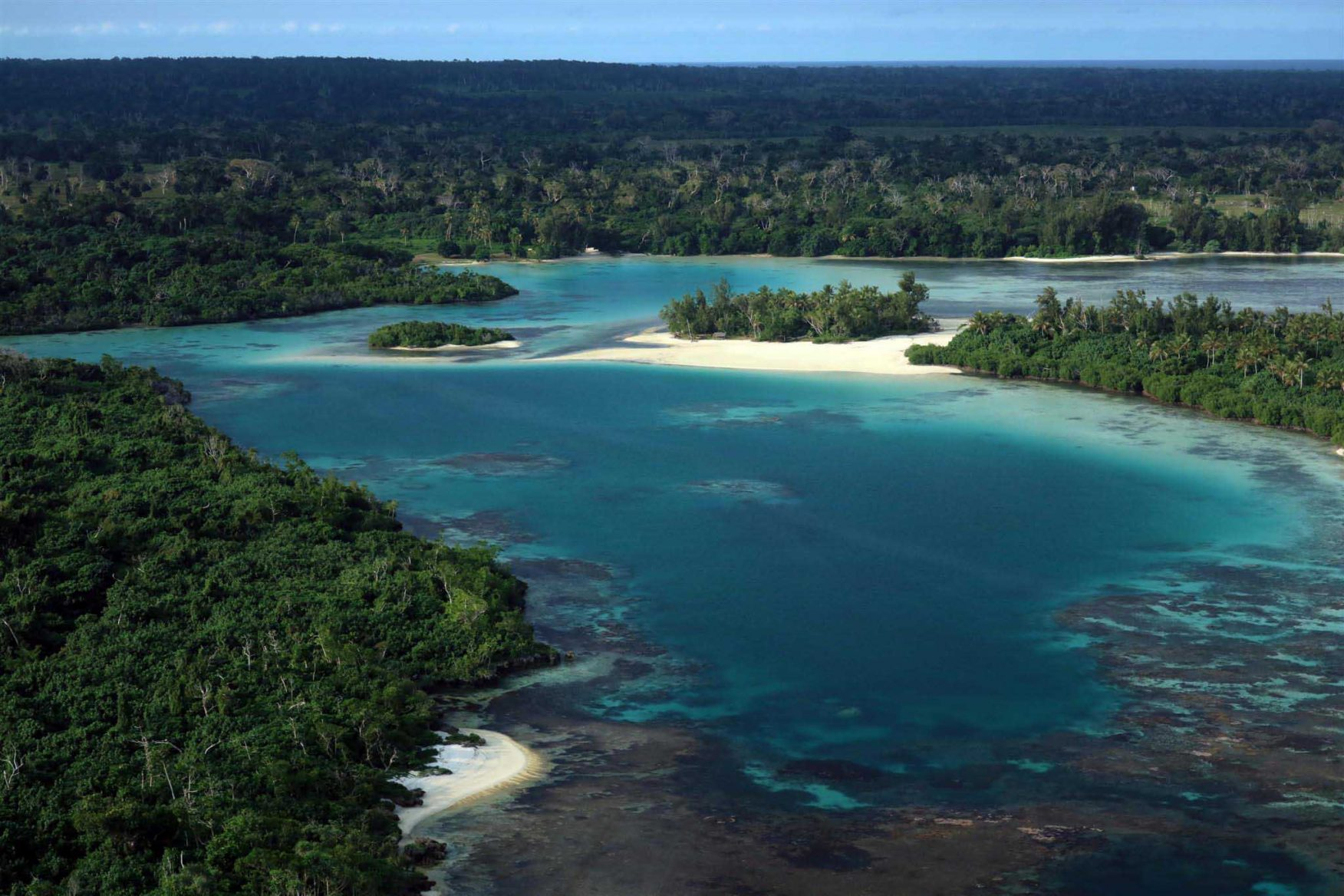 vanuatu-volcano-expedition-tropical-waters