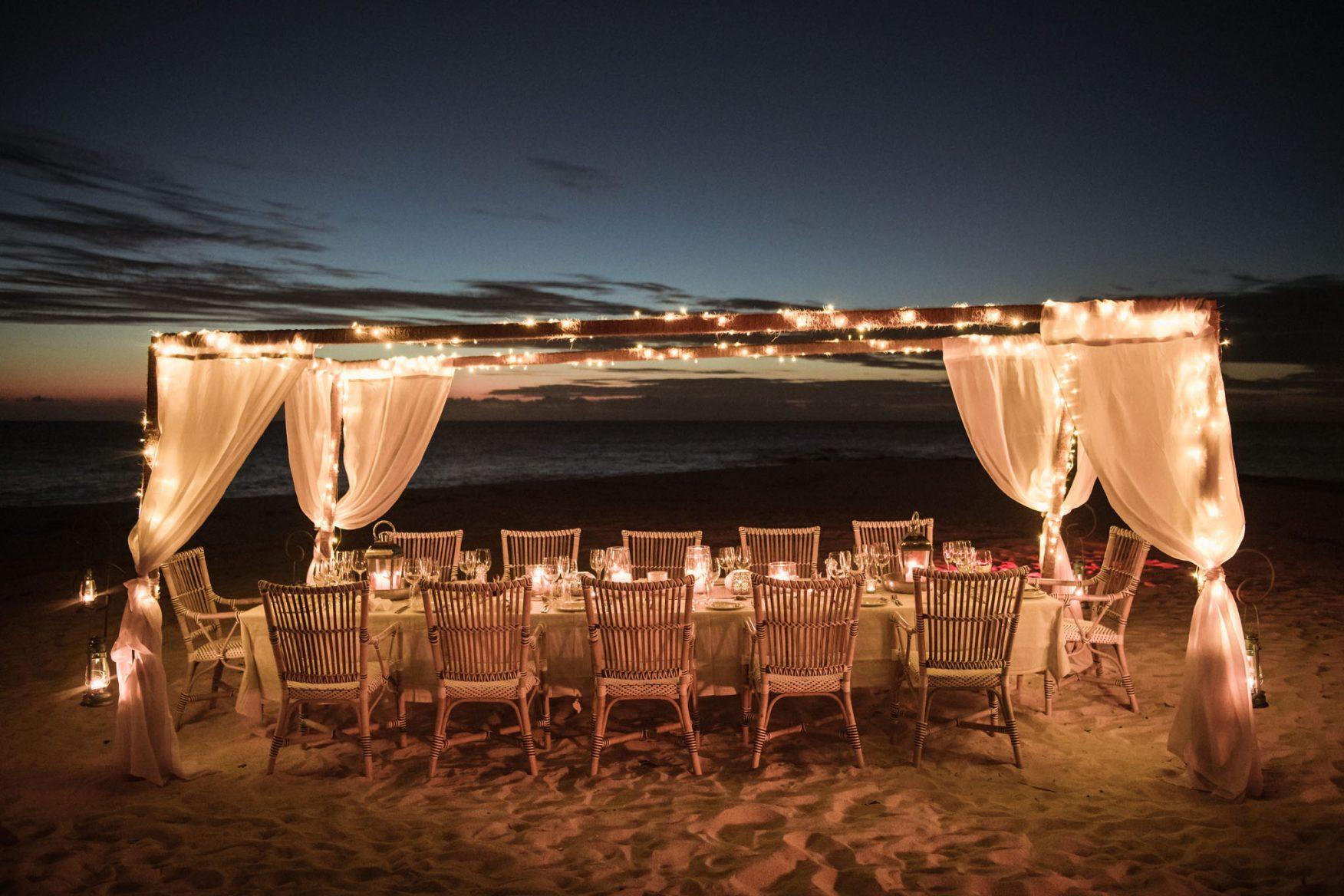 dining-beach-dinner