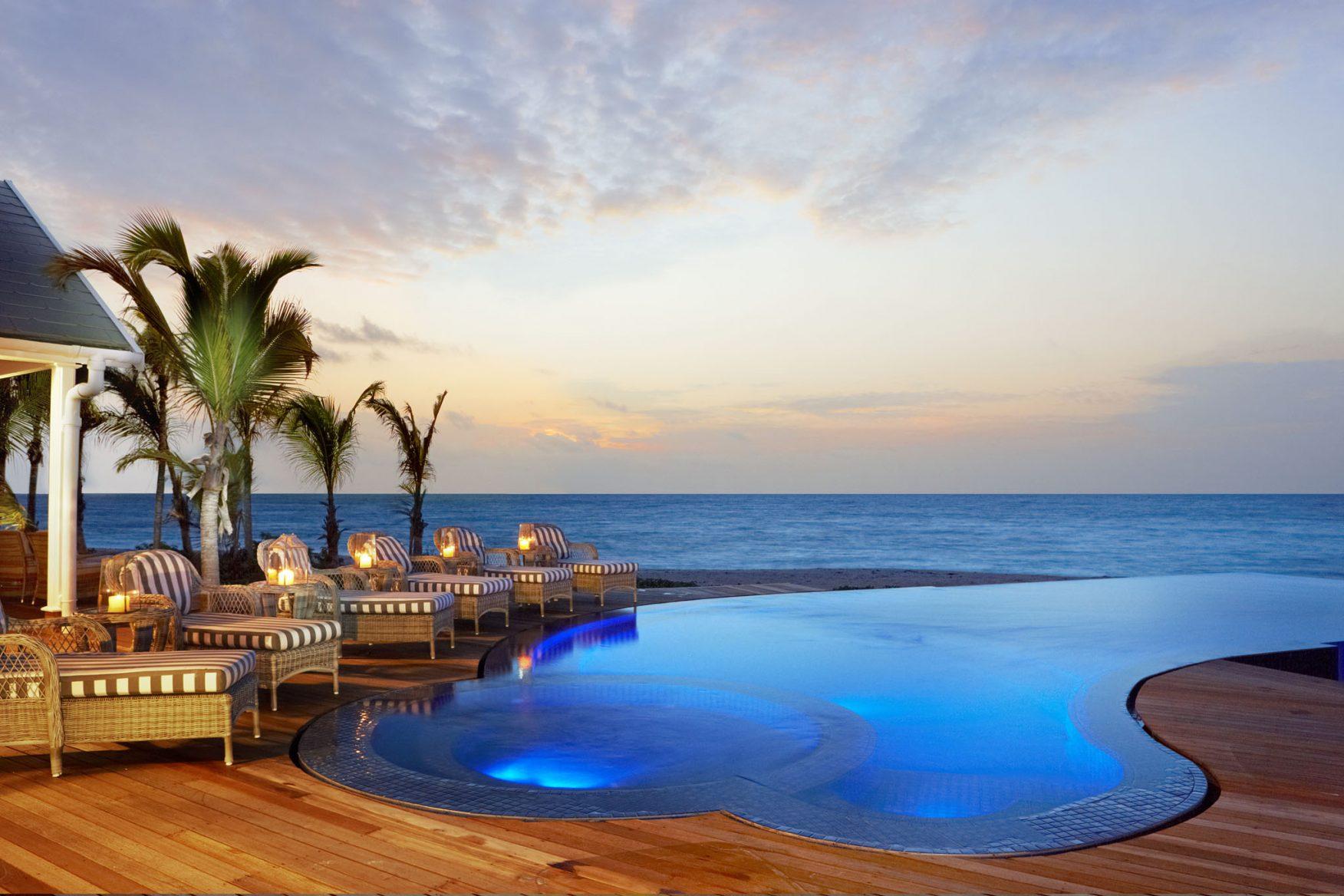 villa-pool-at-dusk