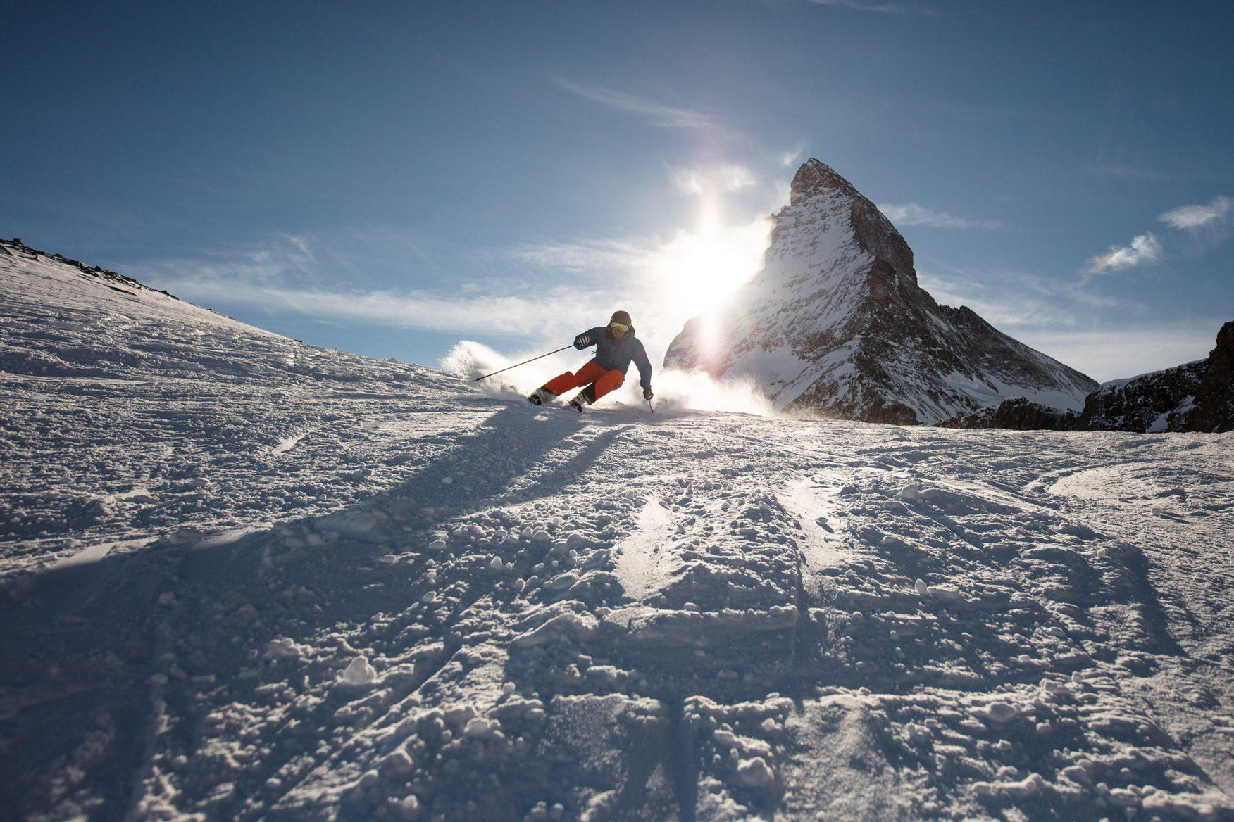 skifahren-bei-sonnenuntergang_cr-pascal_gertschen